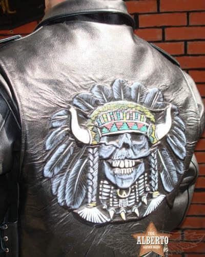 тиснение рисунок на кожаной куртке фото Alberto.ru