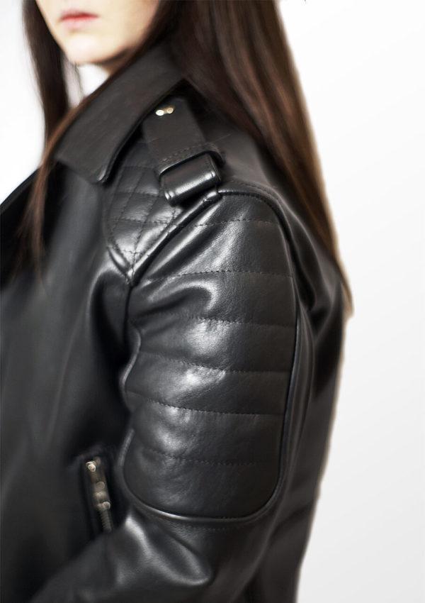 женская кожаная мотокуртка 2021