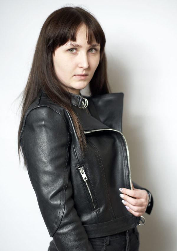 модная короткая косуха женская Alberto.ru